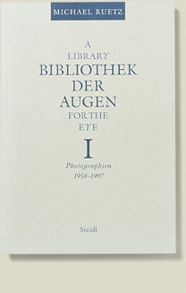 Buchcover Bibliothek der Augen / A Library for the Eye von Michael Ruetz 1997
